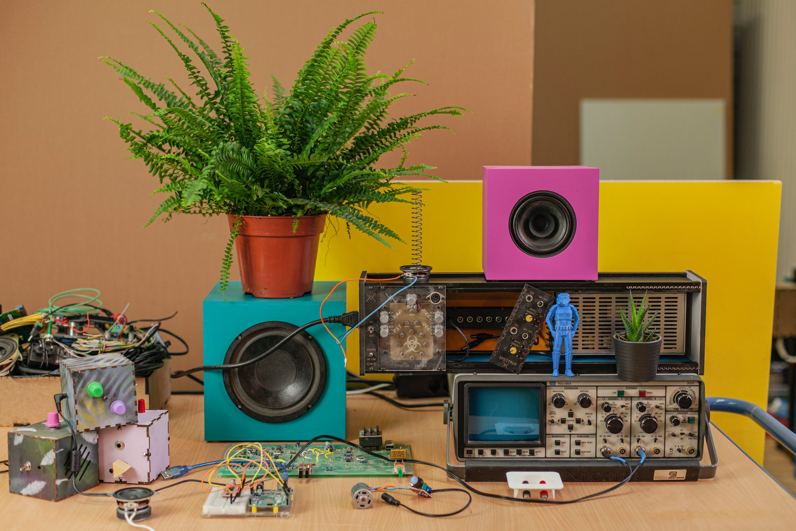 Experiments with sound electronics