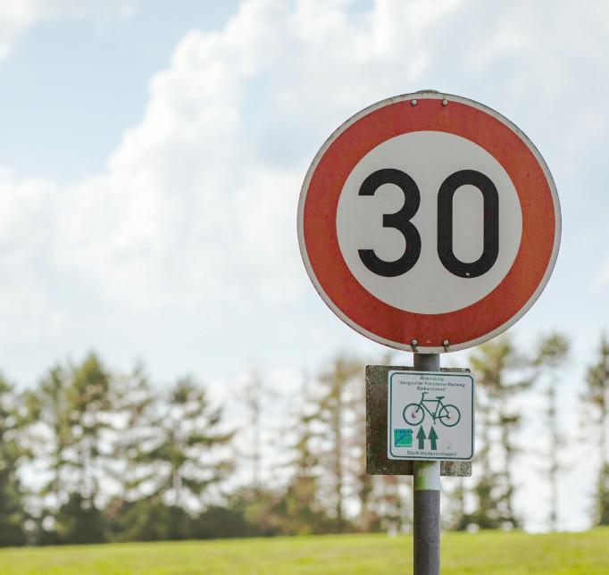 Señal tráfico límite de velocidad 30 km/h